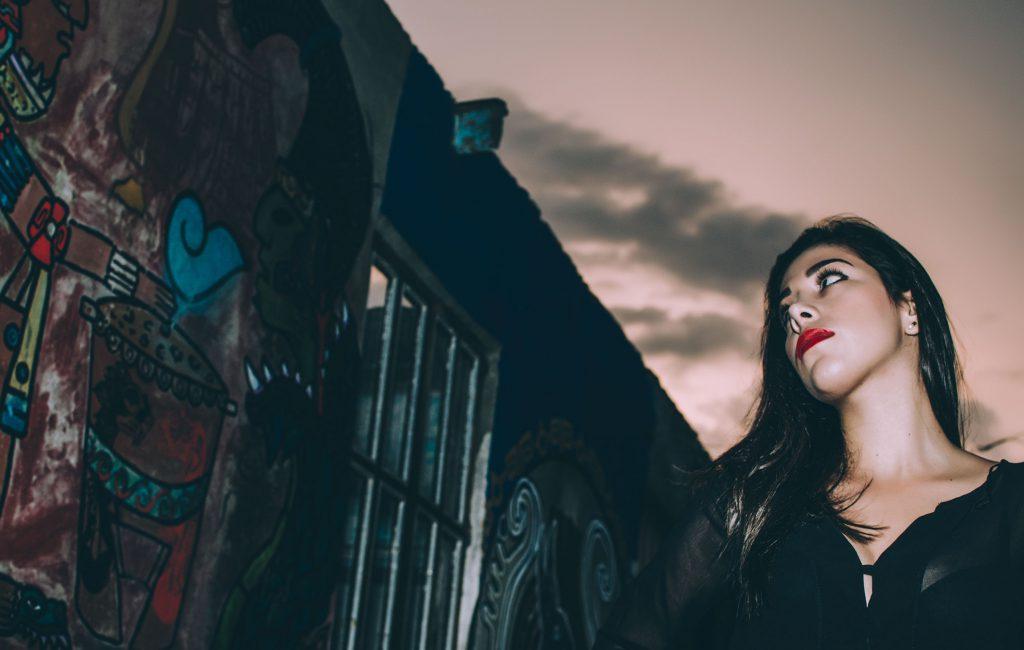 Gina | Sesión casual outfit urbano en casa abandonada