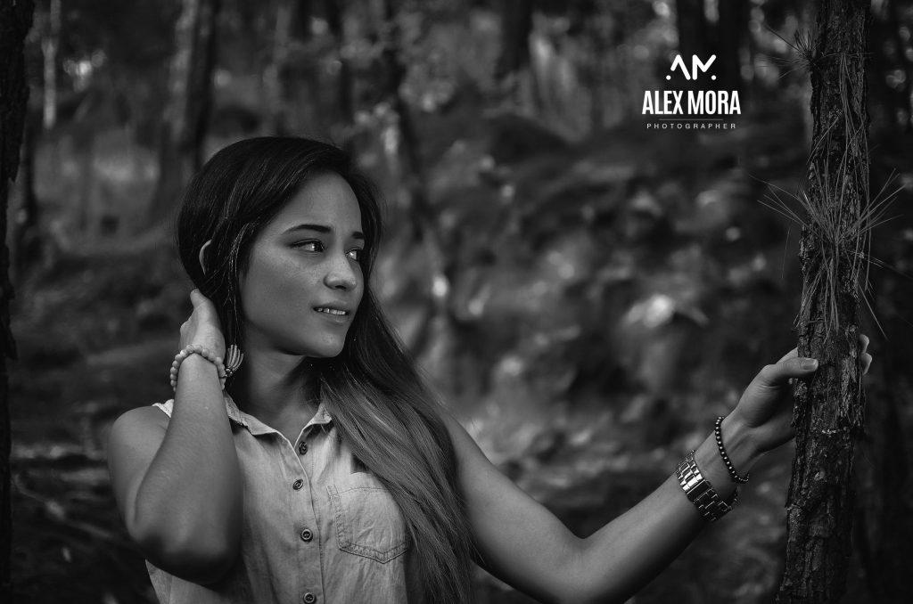 Wendy sesión casual en el bosque a las afueras de Uruapan
