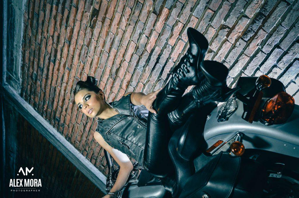 danae photoshot para calendario promocional modelaje en motocicleta chopper uruapan