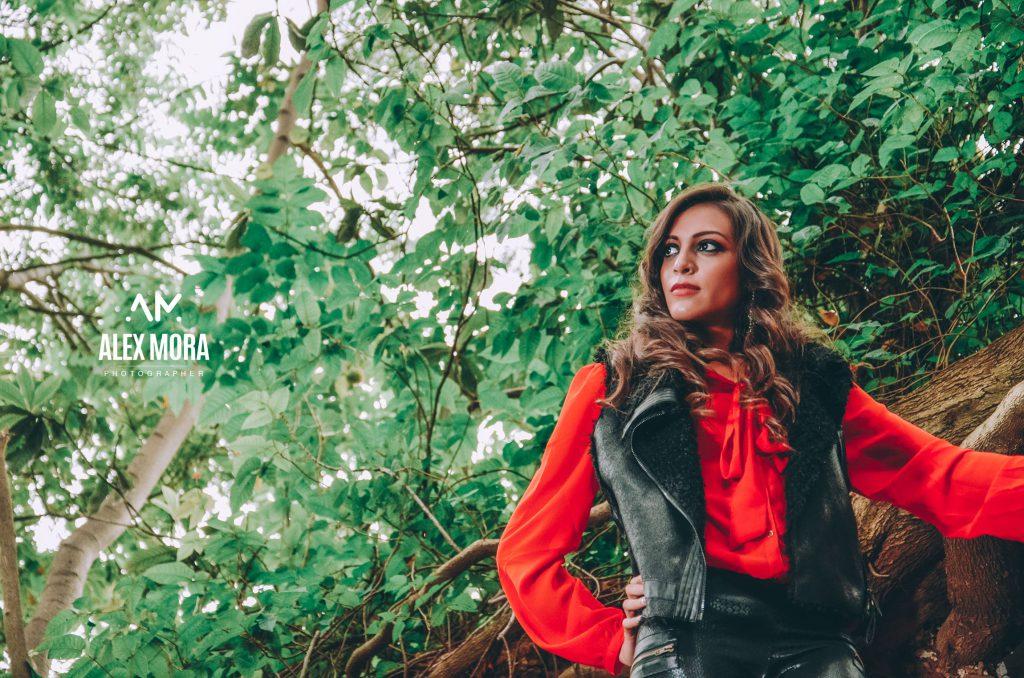 victoria photoshoot para calendario promocional con temática en naturaleza